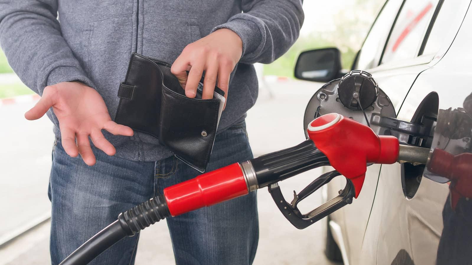В России резко подорожал бензин: причины