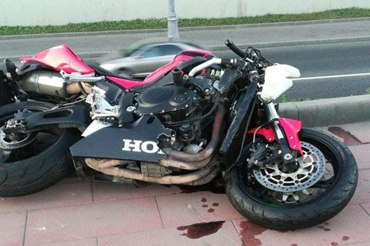 На Каширском шоссе мотоциклист насмерть сбил пешехода и сам погиб