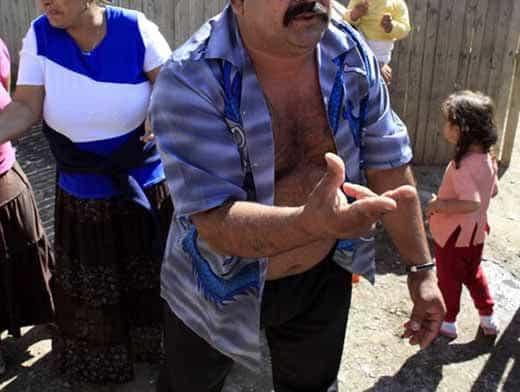 Девочку в 14 лет выдали замуж за цыгана: избивают и насильно удерживают