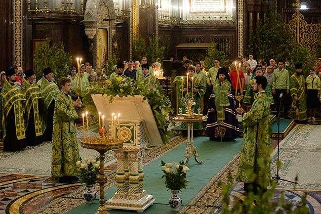 Можно или нельзя работать на Троицу рассказал священник РПЦ