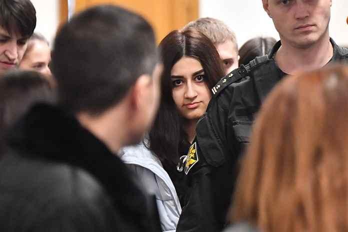 Сёстры Хачатурян: в чем обвиняют, что им грозит. Флешмоб в поддержку сестер Хачатурян