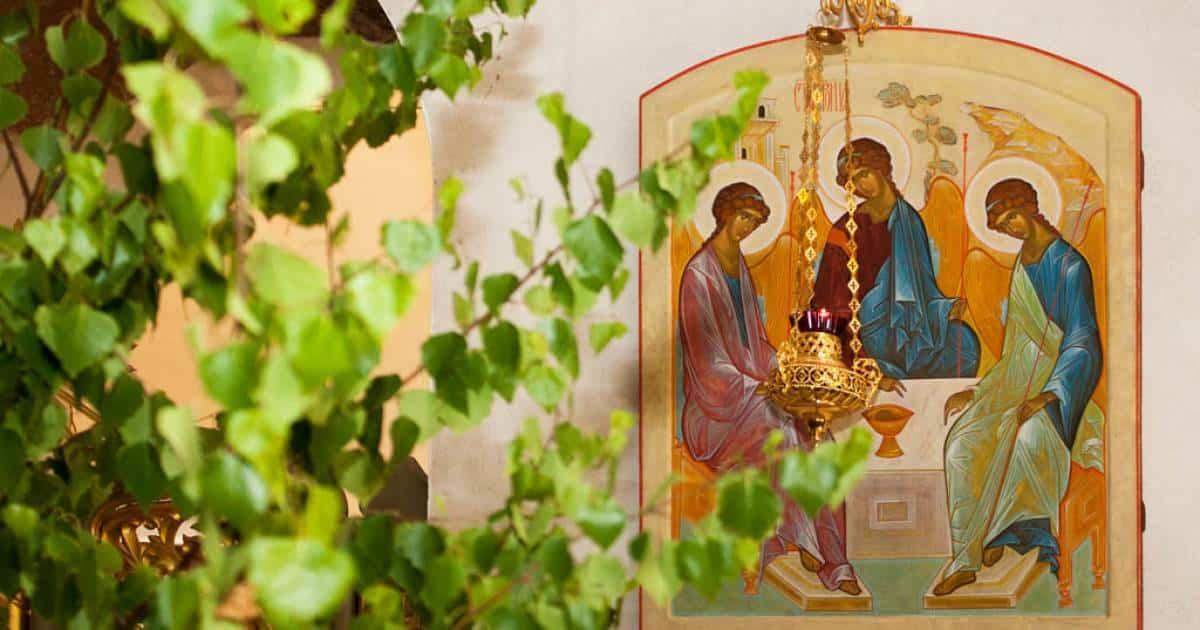 В России празднуют День Святой Троицы