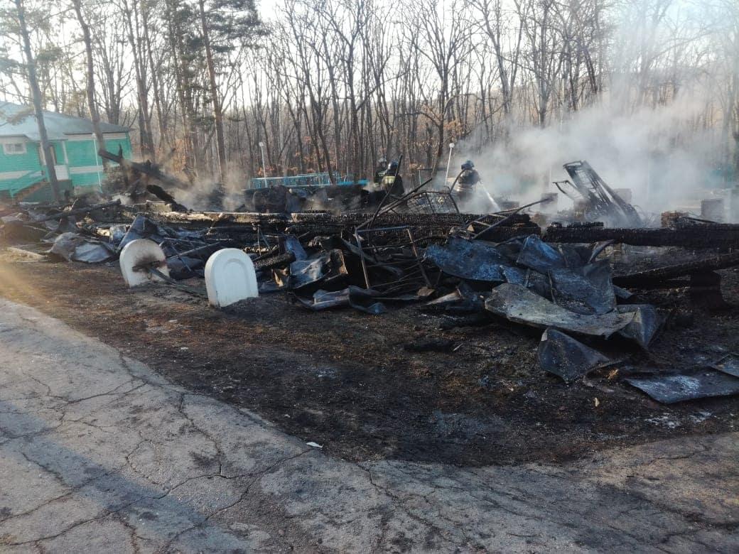 В Хабаровске не собираются закрывать сгоревший детский лагерь