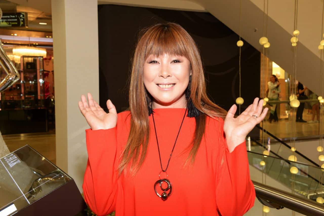 Анита Цой была госпитализирована с фестиваля: бинт, стразы и море крови