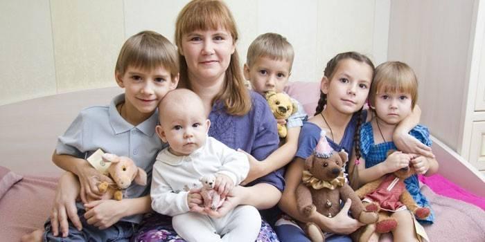 Как получить пособия малоимущим семьям с детьми в 2019 году в Москве: как рассчитать реальный доход