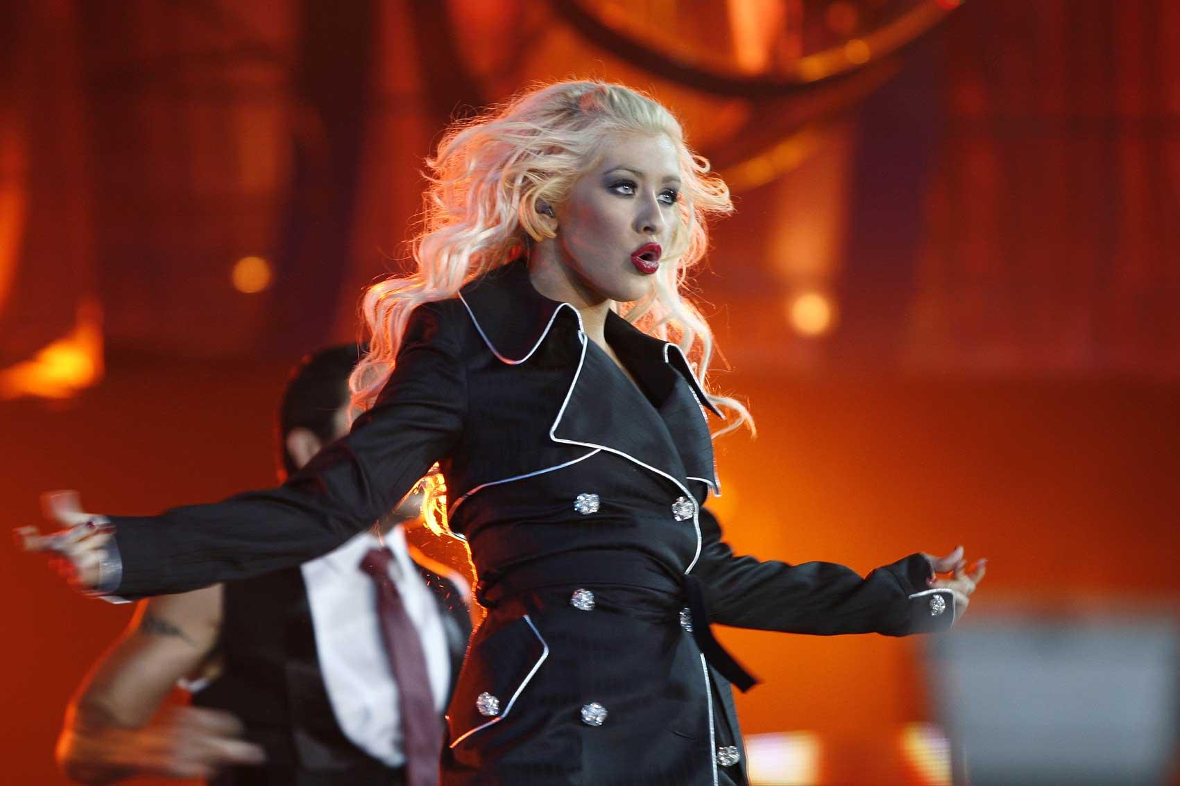 Кристина Агилера в Санкт-Петербурге упала во время концерта: видео как упала, как выглядит сейчас, википедия