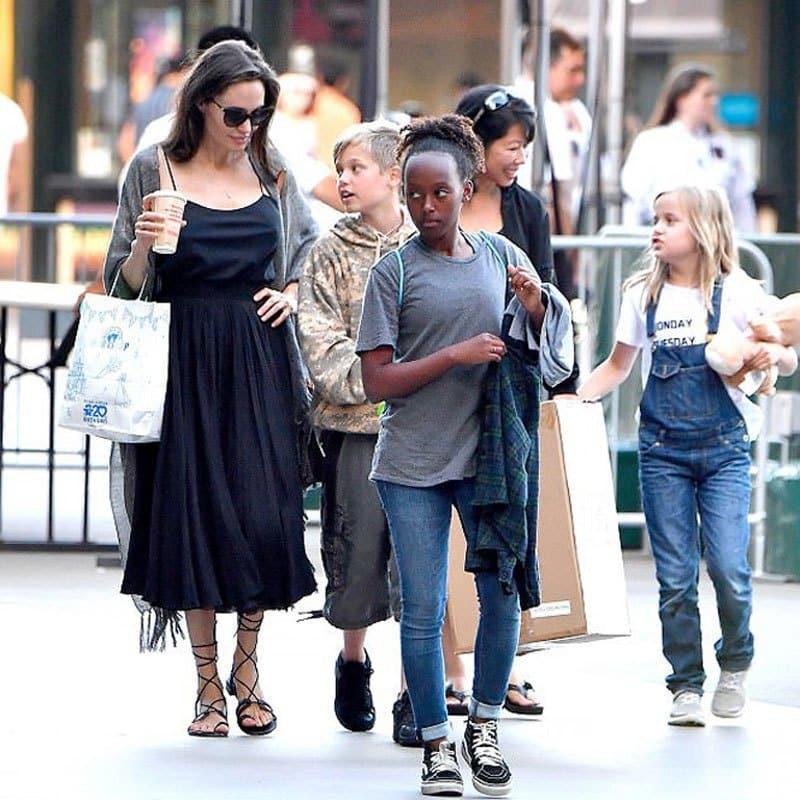 Анджелина Джоли развелась с Бредом Питтом: с кем остались дети, состояние здоровья Джоли, фото