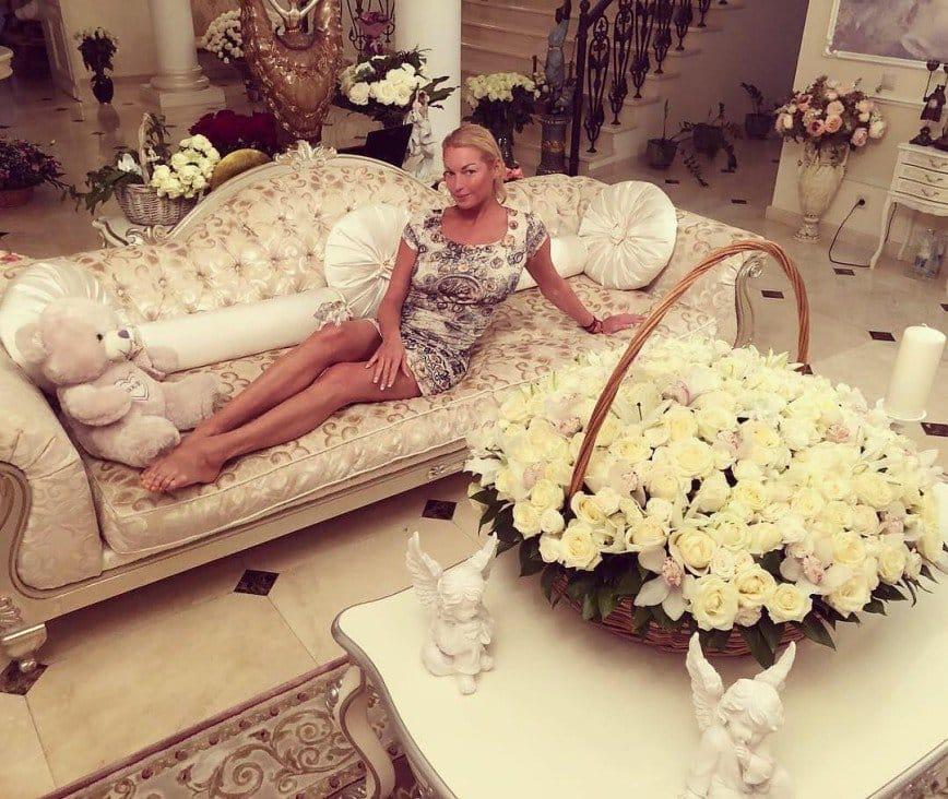 Волочкова стала невестой Сафронова: сын знаменитого художника сделал Волочковой предложение
