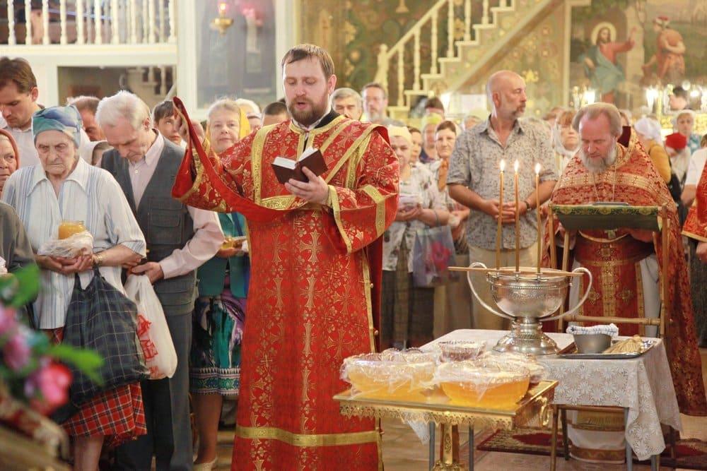 Успенский пост в августе 2019: традиции и особенности, можно ли играть Свадьбу во время Успенского поста в августе 2019 года