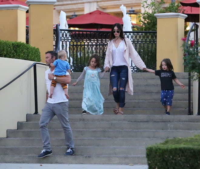 Почему сыновья Меган Фокс ходят в женской одежде