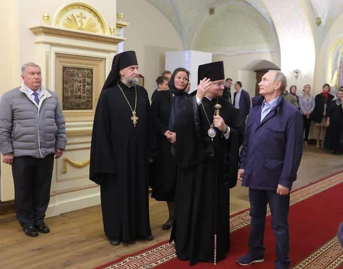Кроссовки у Путина на Валааме: фото, сколько стоят. Кроссовки президента покорили интернет