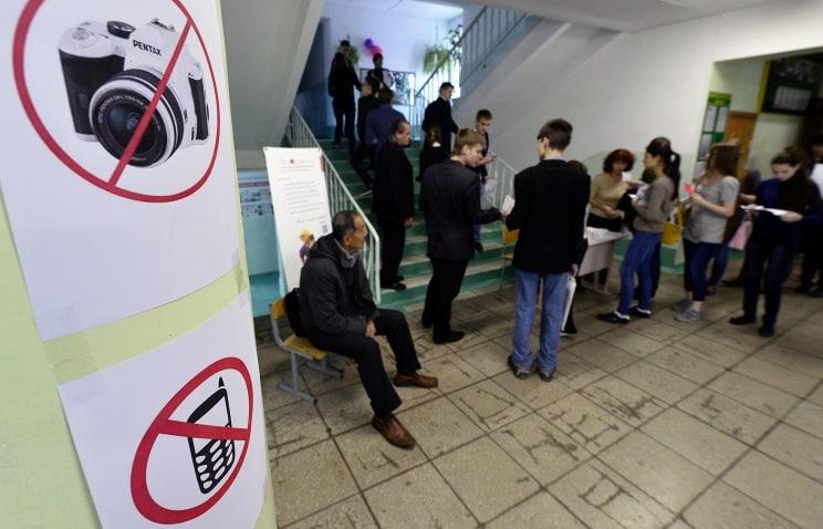В России хотят запретить мобильные телефоны в школах
