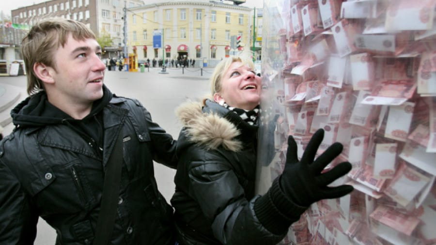 Сколько денег нужно зарабатывать, чтобы нормально жить в России