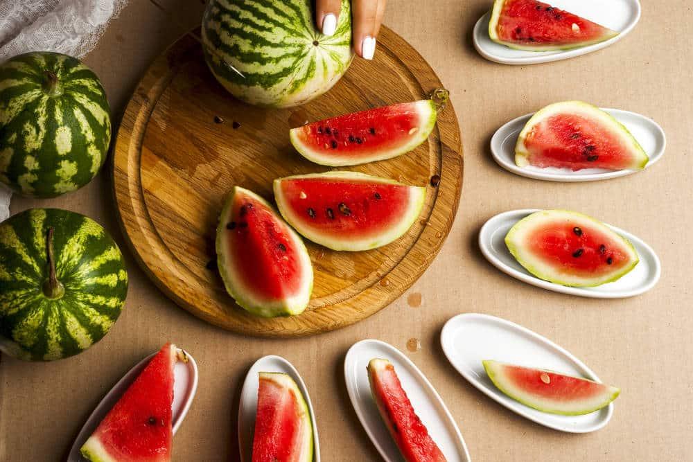 Как выбрать спелый арбуз без нитратов по звуку и внешнему виду: признаки сладкого арбуза