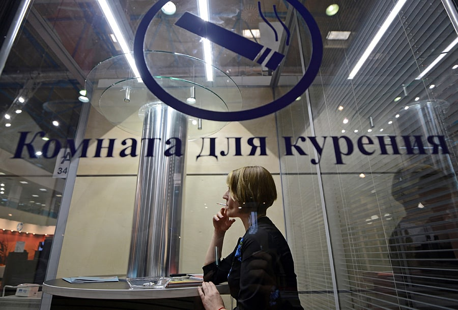 Курилки вернут во все аэропорты России: поправки к антитабачному закону