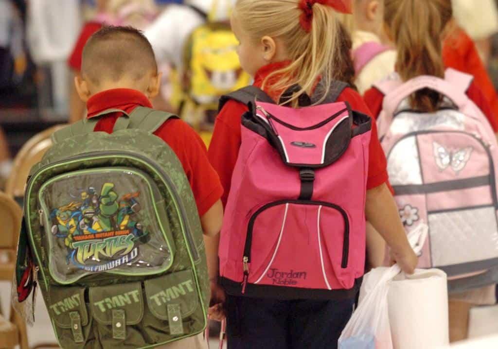 Сколько стоит собрать ребёнка в школу в 2019 году: что нужно купить?