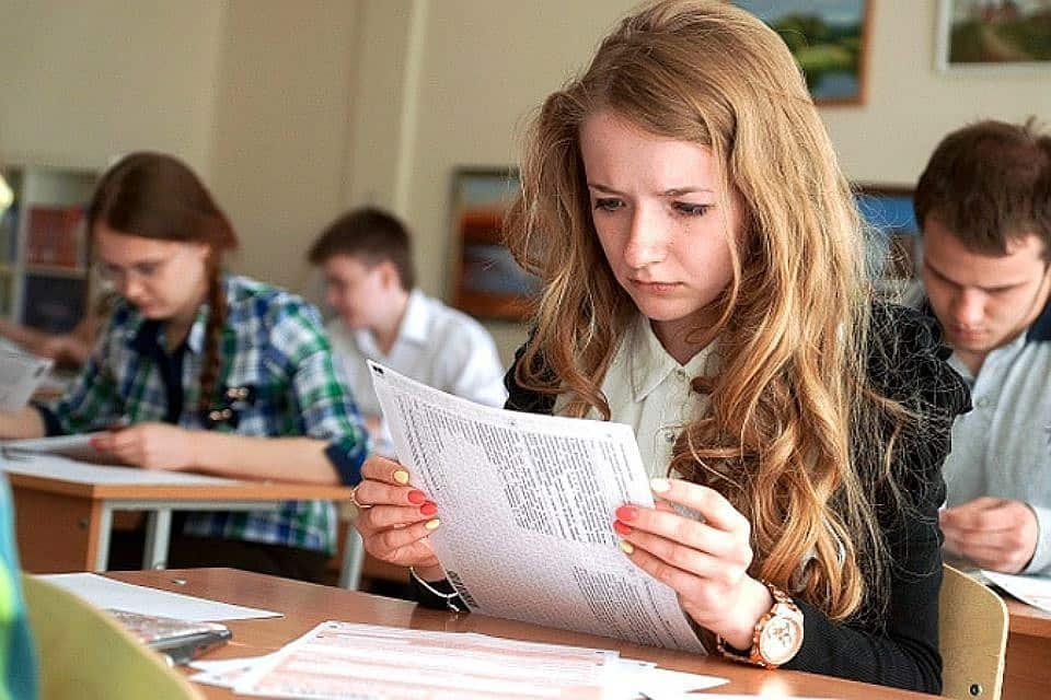 В 2020 году 11 классники будут сдавать 6 обязательных экзаменов: что сказал Путин и Рособрнадзор