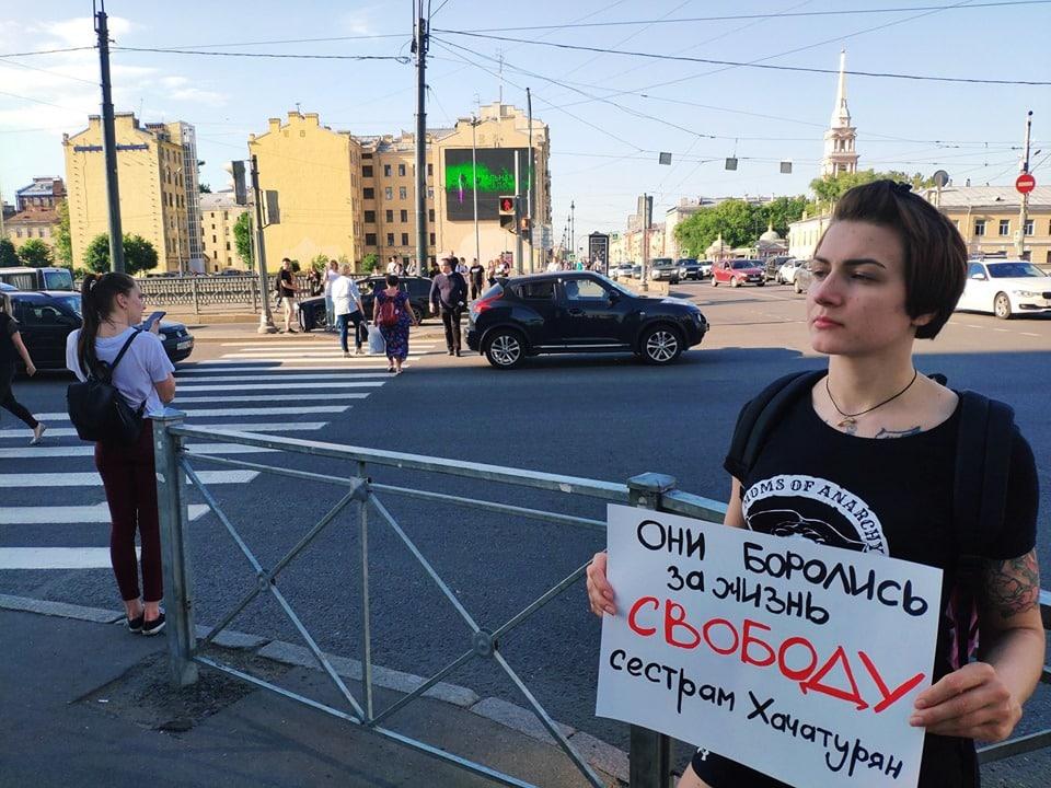 Сестры Хачатурян: убийство отца, какой приговор вынес суд. Пикеты в защиту сестер Хачатурян