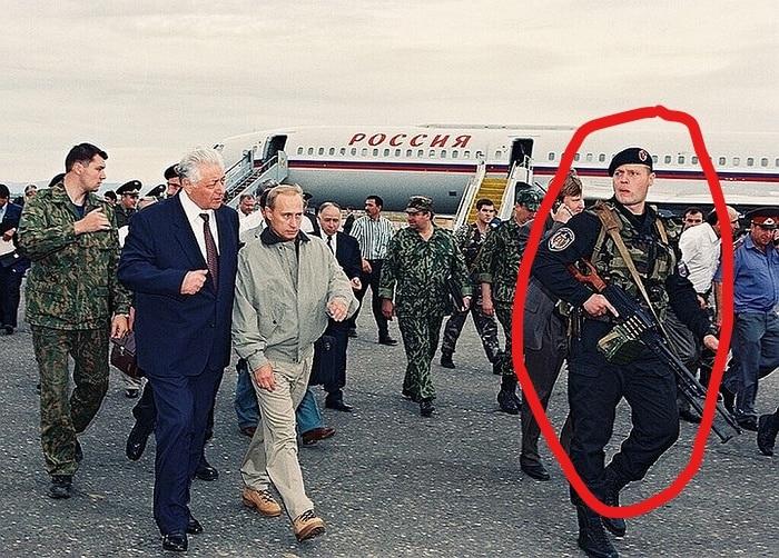 Фото Игоря Бабушкина с пулемётом возле Путина распространилось в Сети