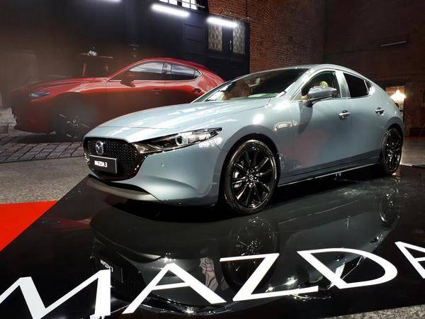 Новая Мазда 3, модель 2019 года, представлена в России официально