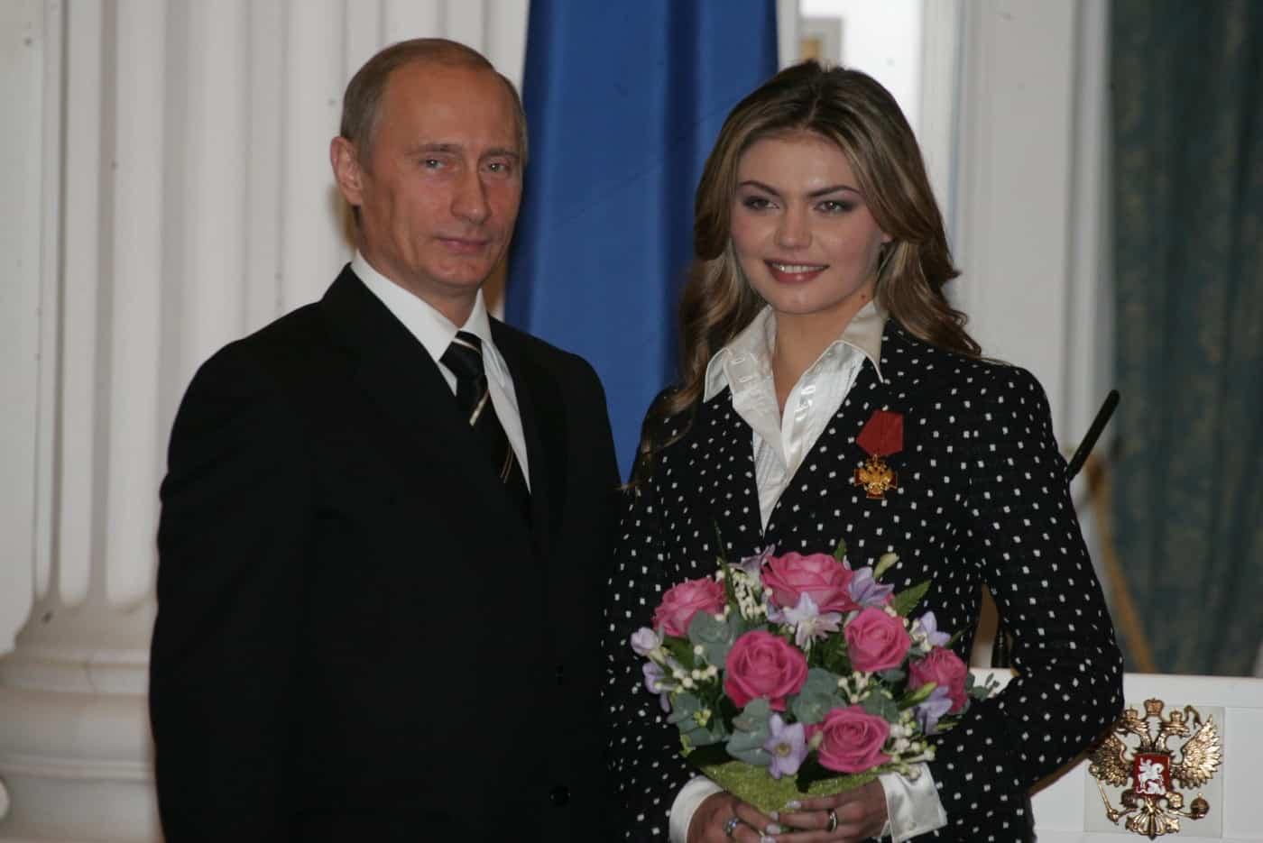 Алина Кабаева родила третьего ребенка: правда или нет. Тайна отношений с Путиным, где прошла свадьба
