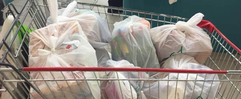 Торговые сети отказываются от пластиковых пакетов в России