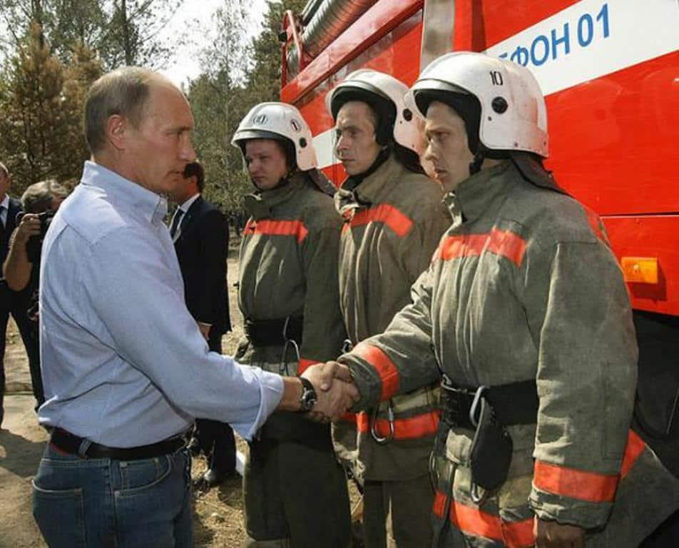 На сколько поднимут зарпдату пожарным в петербурге