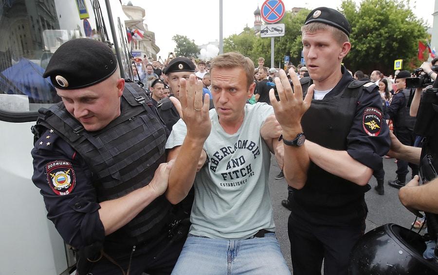 Навальный арестован: за что задержали, несогласованная акция