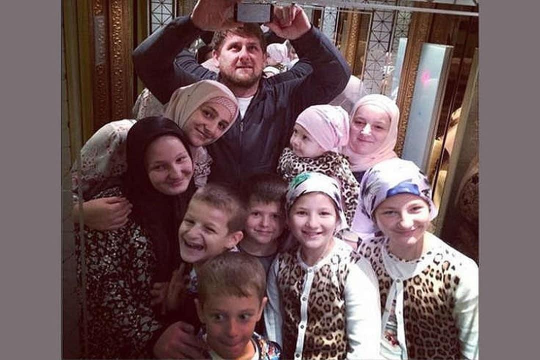Сколько всего жен у Рамзана Кадырова: семья Кадырова, сколько детей