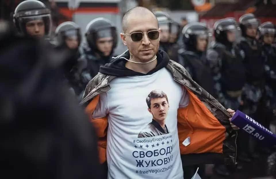 Егор Жуков кто это: за что арестовали, суд над Егором Жуковым, видео