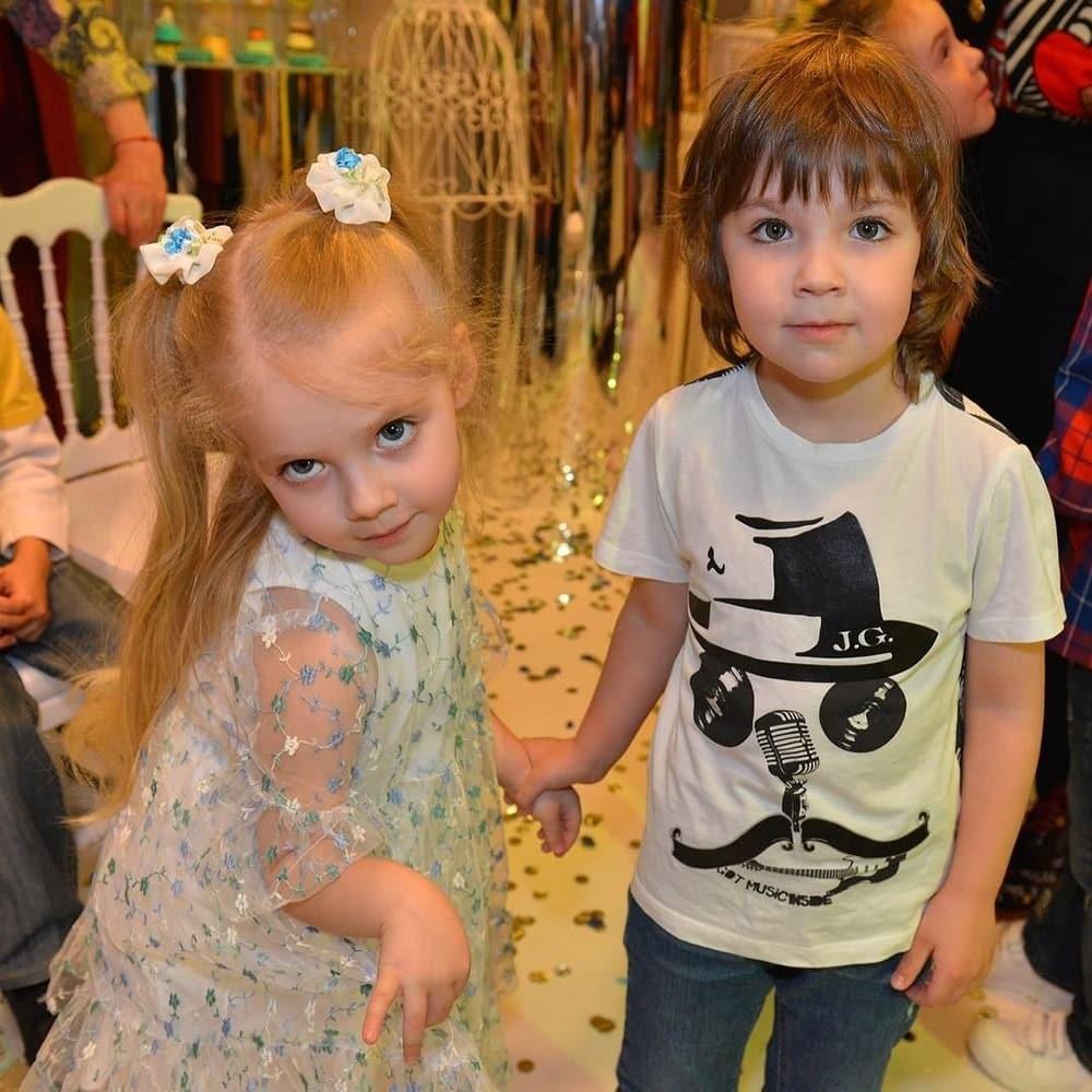 Дети Пугачевой и Галкина, фото, новости. Гарри Галкин научил отца прятаться от папарацци