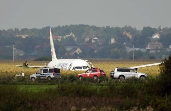 Видео из экстренно севшего в Подмосковье самолета: сколько пострадало, как действовал пилот