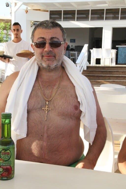 Михаил Хачатурян долгое время насиловал дочерей: сёстры совершившие убийство собственного отца, могут быть оправданы