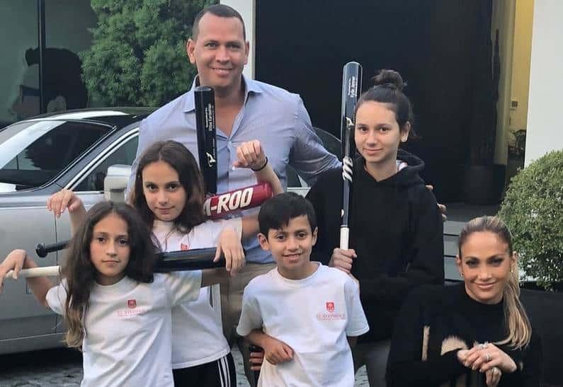 Снимки семьи Дженнифер Лопес на отдыхе в Израиле впечатлили любителей «Инстаграм»