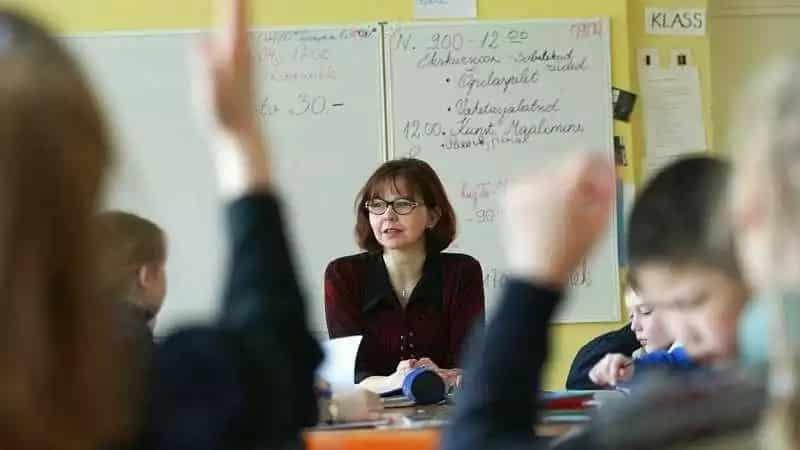 С 1 сентября 2019 года заработная плата учителей и других бюджетников повысится на 6%