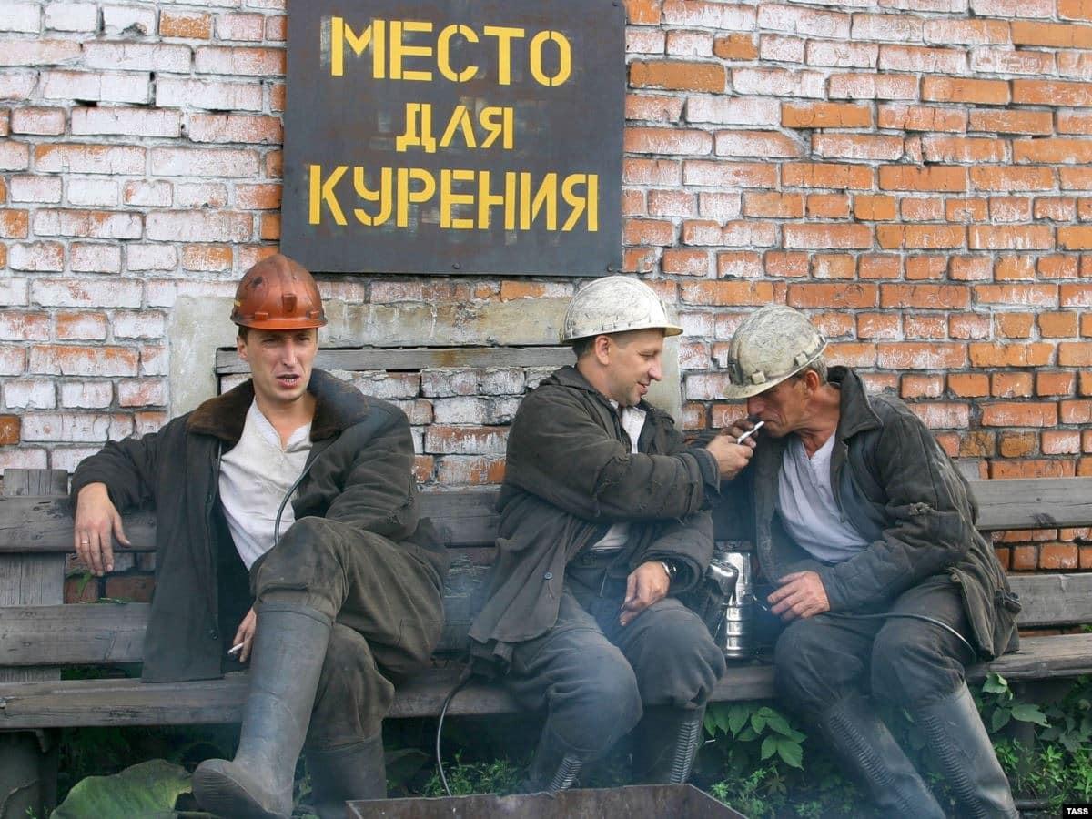 Курящим на работе могут снизить зарплату: новая инициатива Минздрава РФ