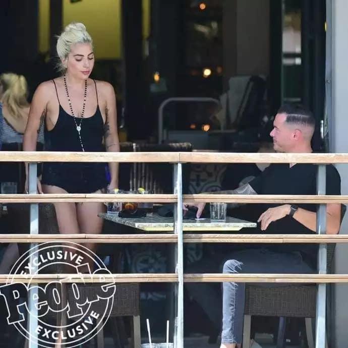 Леди Гага: бурный роман со звукорежиссёром, Леди Гага целуется - фото