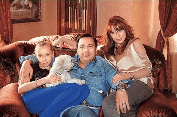 Алёна Апина: личная жизнь певицы, как сейчас выглядит Апина, новое откровенное фото в Инстаграм