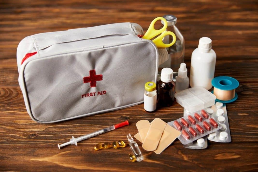 Готовим аптечку к отпуску: перечень лекарств которые нужно взять с собой, как грамотно сложить аптечку в дорогу