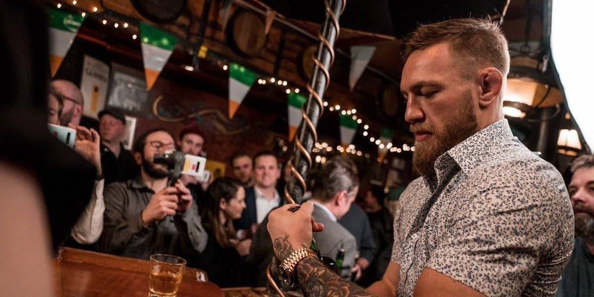 Конор Макгрегор новый скандал: избил человека в баре, что произошло, смотреть видео