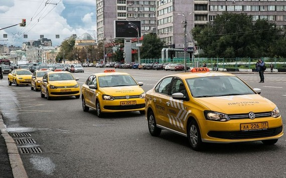 Самозанятые таксисты будут платить меньше налогов