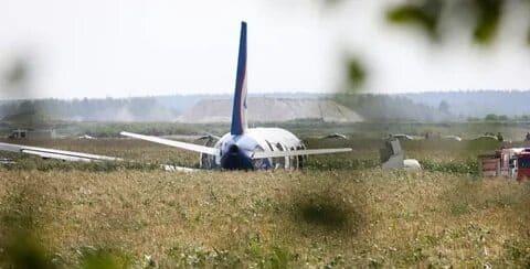 Экипаж самолета Airbus А321: появились новые сведения, подробности аварийного приземления