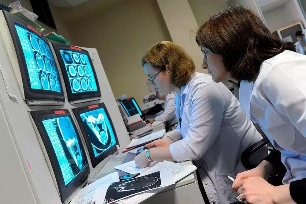 Давать премии врачам, обнаружившим рак предложили в Минздраве