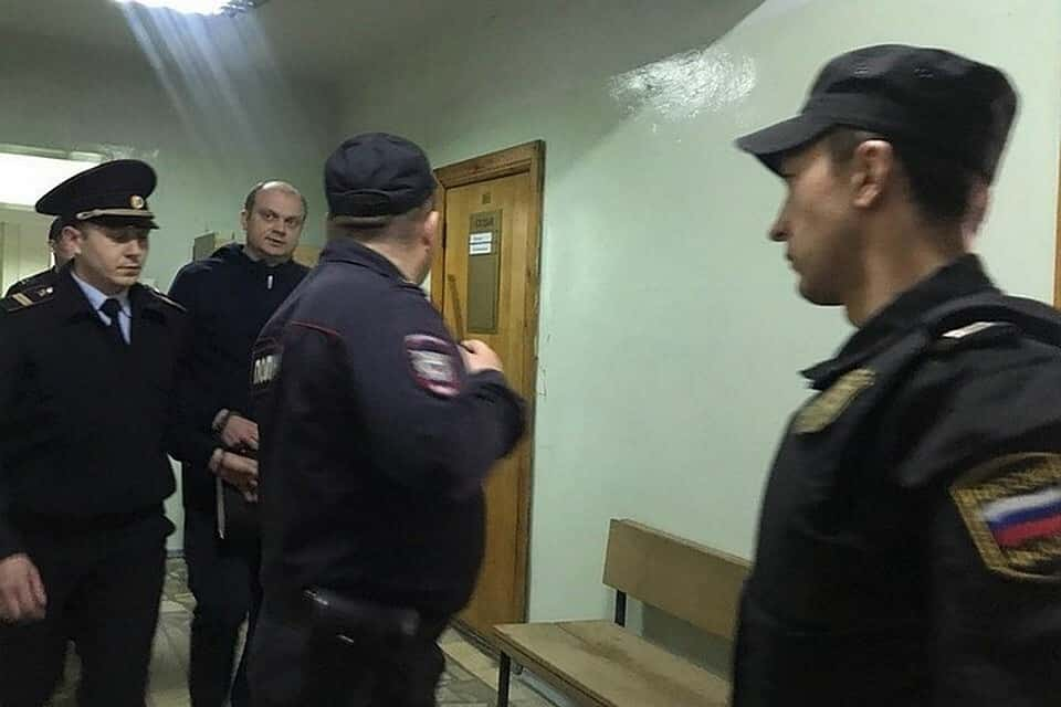 Изнасилованная дознавательница из Уфы потеряла сознание во время заседания: последние новости