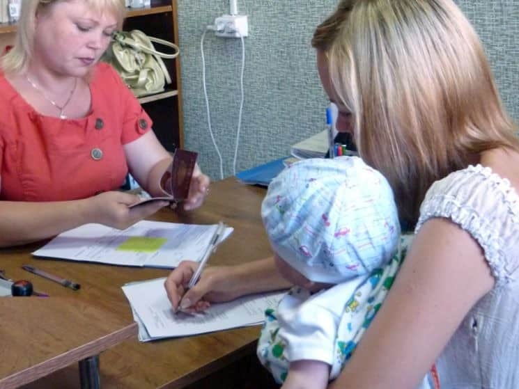 Ежемесячные пособия на ребенка до 3-х лет в России в 2019 году: сумма, кто сможет получать новые детские пособия