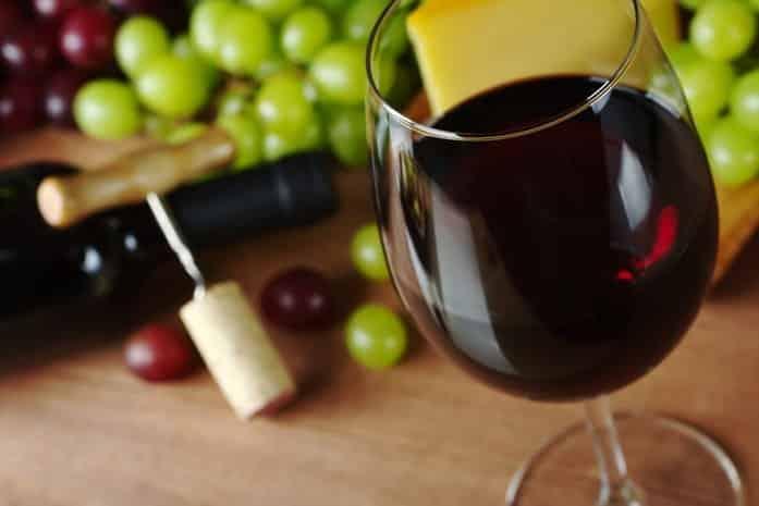 Один бокал красного вина в день полезен для здоровья: правда или нет