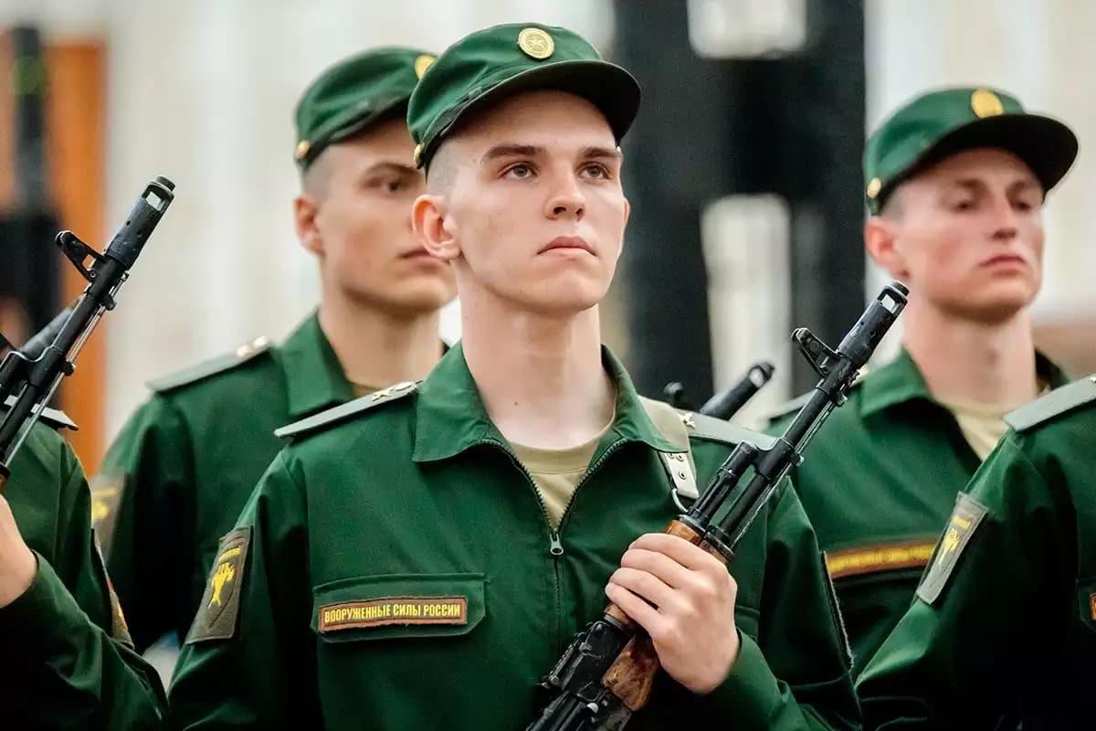 Повышение зарплаты военным с 1 сентября 2019: кому и на сколько добавят денежное довольствие по регионам