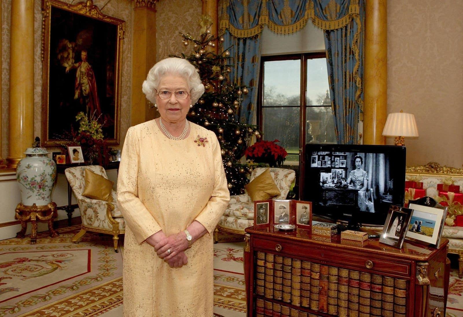 Сколько квартир у королевы Елизаветы 2 в Москве: сколько стоят