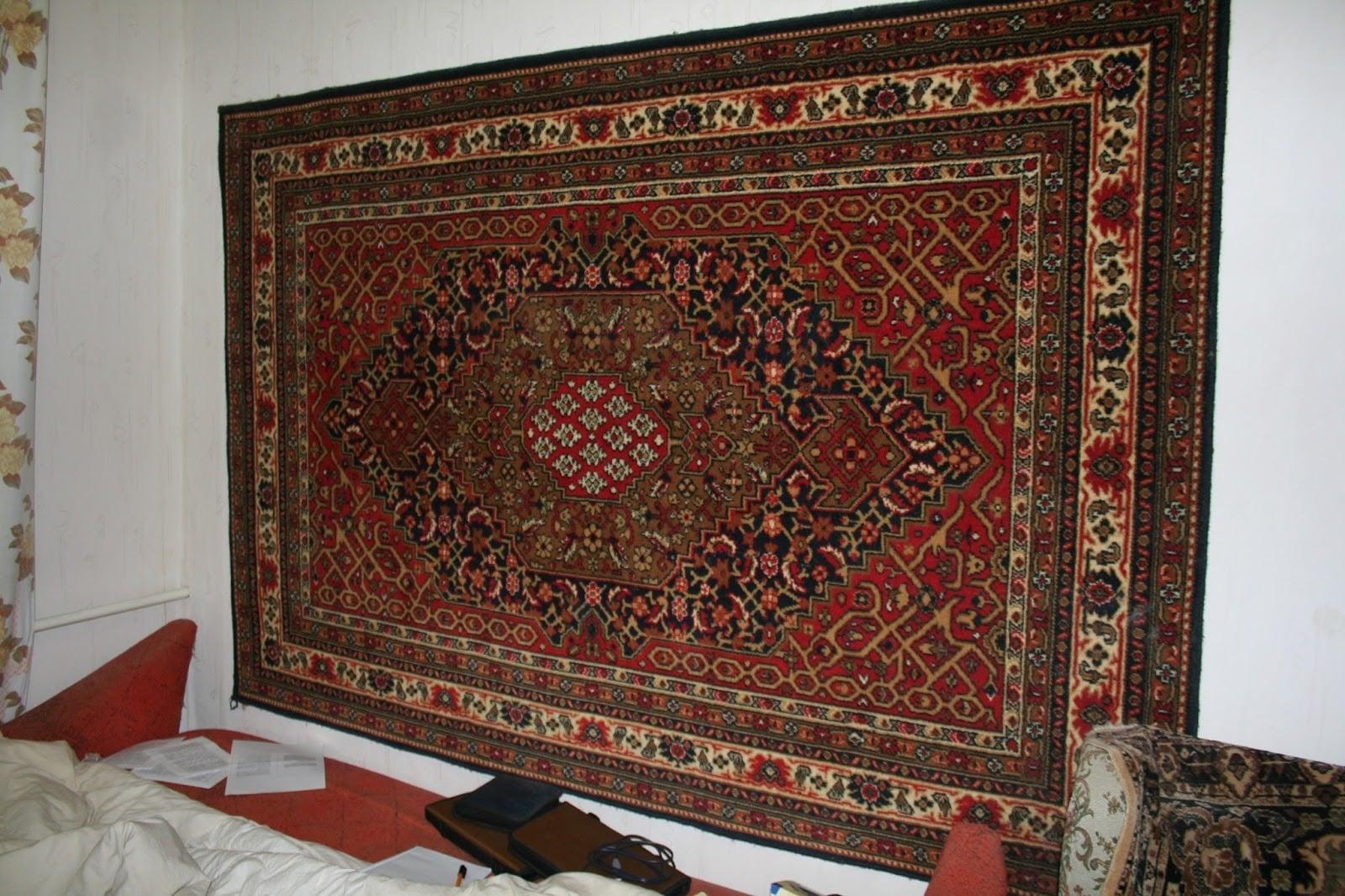 Зачем в Советском Союзе вешали ковры на стену?