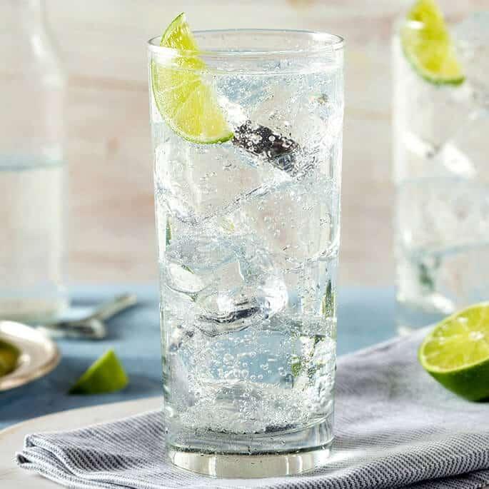 Газированная вода: вредно ли её пить, как влияет на зубную эмаль
